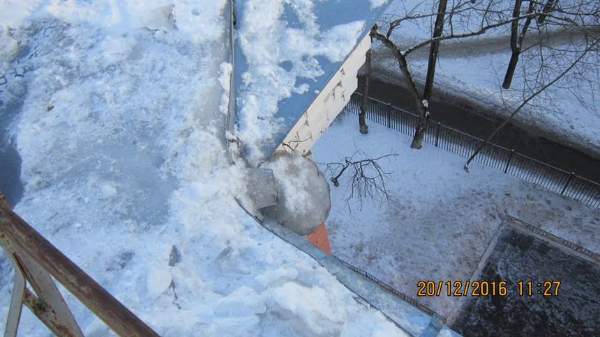 Чистка от снега плоских крыш