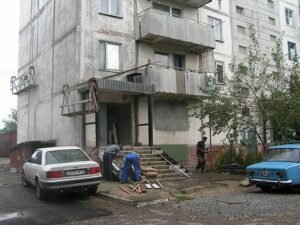 Определение причин возникновения повреждений несущих строительных конструкций в жилом доме в Ейск